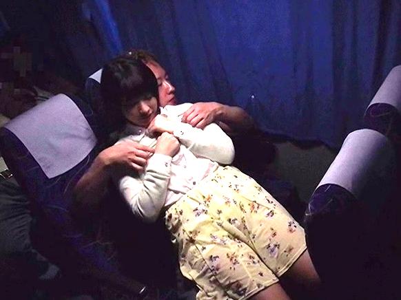 【企画】素人娘JDが夜行バス内でこっそりSEXしちゃう!声我慢で周囲の一般客に気付かれなければ報酬!デカ尻を突かれ痙攣!